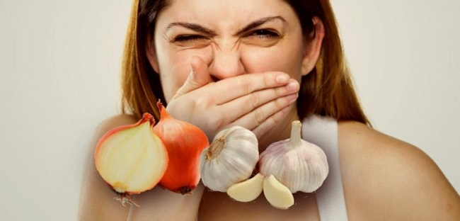 چگونه از بوی نامطبوع سیر و پیاز خلاص شوید؟