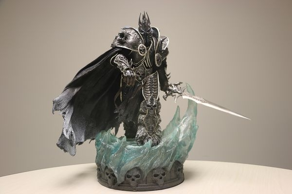 Sideshow Collectibles阿薩斯雕像