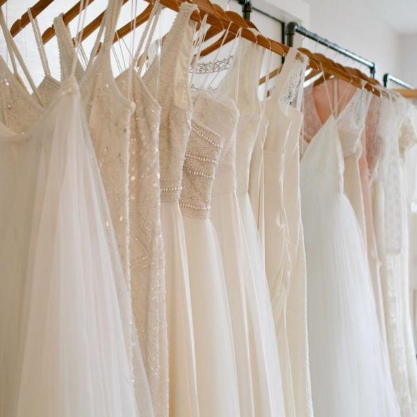 أرفقي عرض البيع بشرح عن الفستان