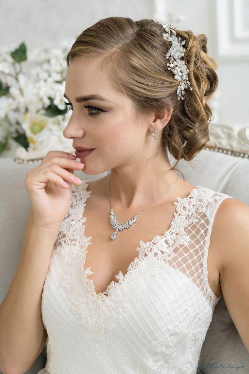 فستان الزفاف بالقبّة الـV V-Neckline