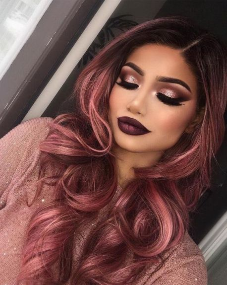 صبغة شعر باللون الأحمر الوردي للشعر الداكن