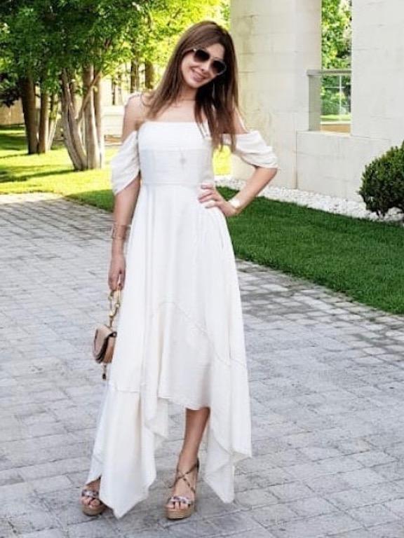نانسي عجرم في فستان صيفي أبيض