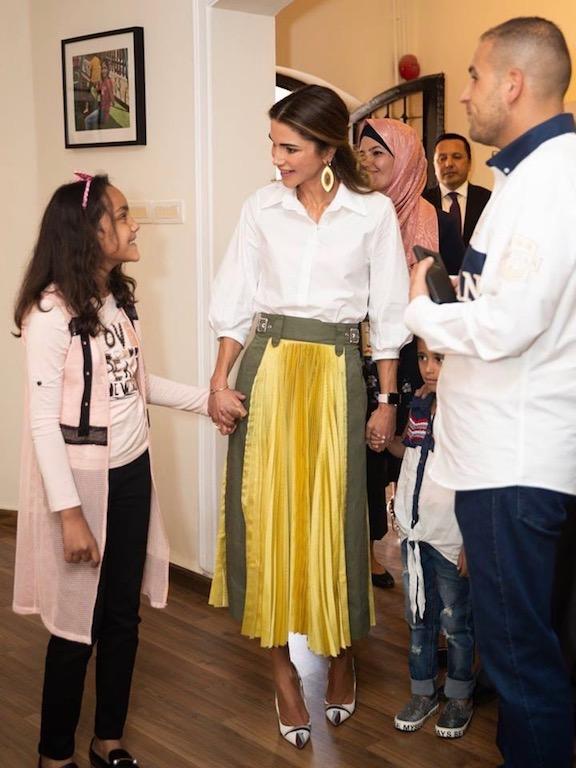 تنسيق جمع بين الأناقة والعصرية اعتمدته الملكة رانيا