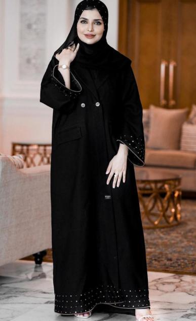 1 عباية سوداء للاطلالات اليومية من حوراء الفارسي -الصورة من حسابها على الانستغرام