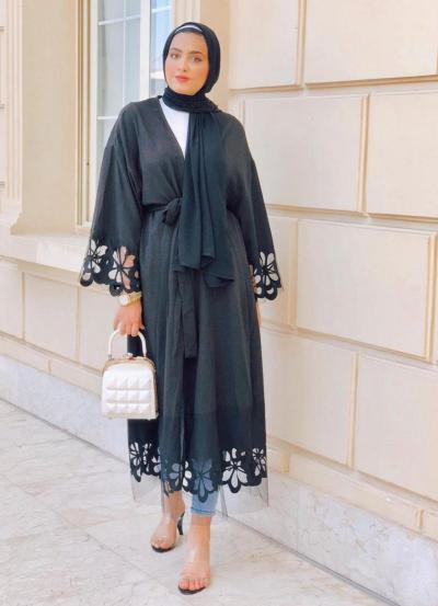 5 مريم حسن ترتدي عباية ميدي - صورة من حسابها على Instagram