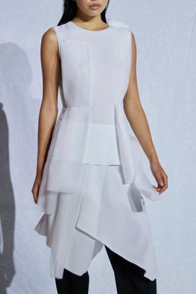 فستان أبيض من Mossi