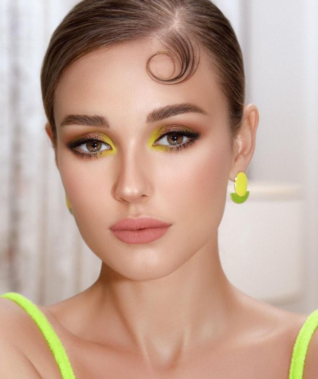 Green neon makeup (photo from Nora Bo Awad's Instagram account)