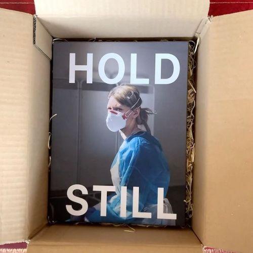 كتاب هولد ستايل الخيري يتضمن 100صورة لأشخاص تعايشوا وتأثروا بالحجر الصحي ببريطانيا-الصورة من أنستغرام