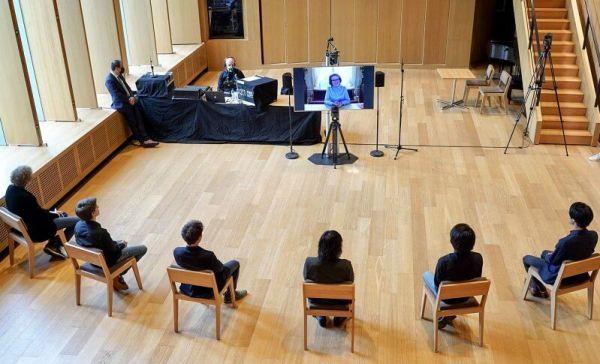 الملكة ماتيلد في اجتماع عبر الإنترنت مع المتأهلين الستة للتصفيات النهائية- الصورة من موقع New my royals