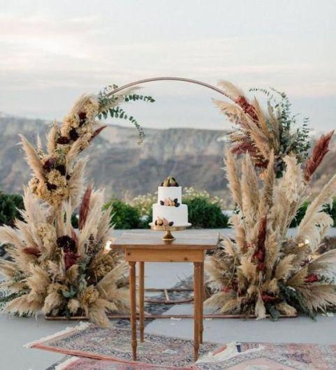 طاولة كعكة الزفاف