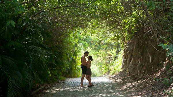 Girl Boy Love Hd Wallpaper Download Fall In Love Sayulita Beach