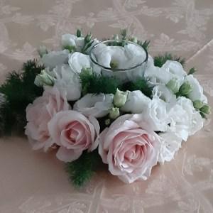 coroncina con fiori freschi