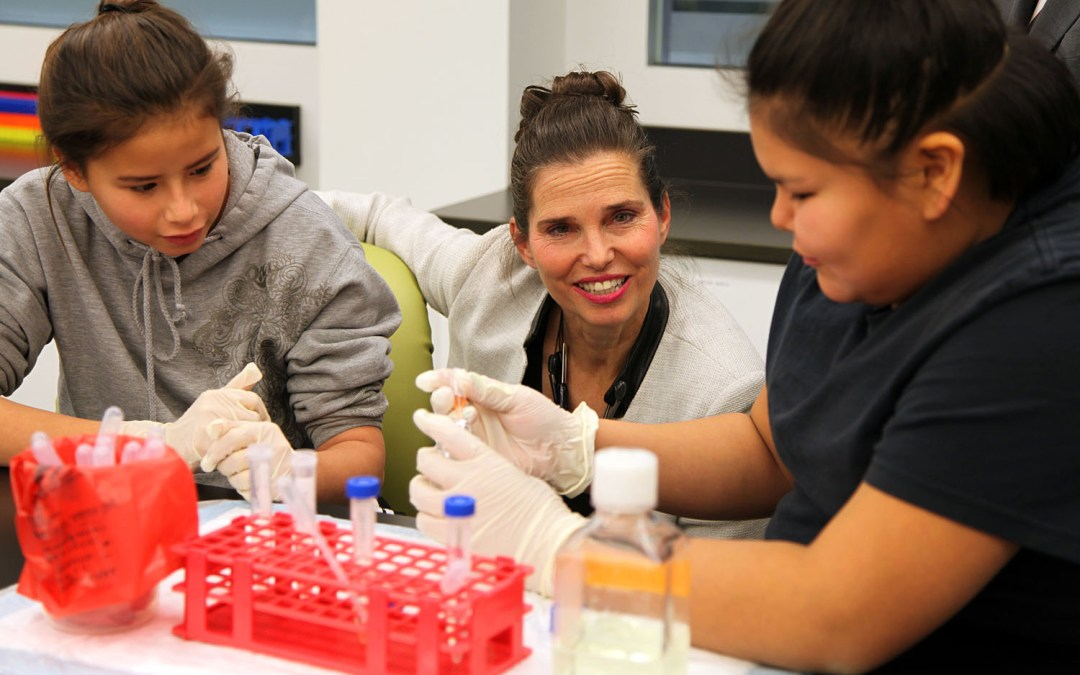 Minister of Science tours the Youth BIOlab