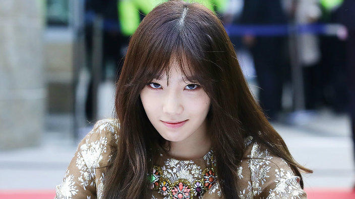 Girl Face Wallpaper For Mobile Ouch Taeyeon Just Threw Some Shade At Donald Trump Sbs