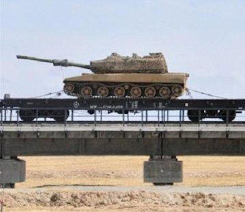 Trung Cộng đưa xe tăng hạng nhẹ đến biên giới Việt Nam