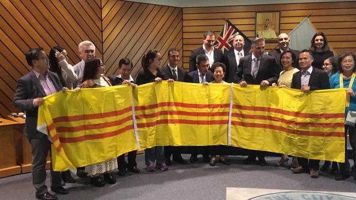 Nguyễn Xuân Phúc đòi thủ tướng Úc ngăn chặn các thành phố công nhận cờ vàng