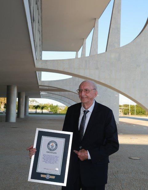 Brasília - Walter Orthmann, reconhecido pelo livro dos recordes como o homem de maior tempo de serviço em uma mesma empresa