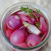 Quick pickled pearl onions