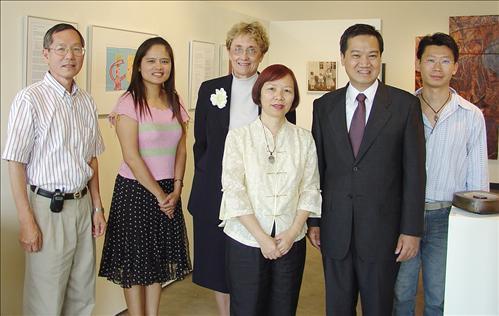 2006臺,美,日藝術交流展 陳家坤處長親臨剪綵 多元藝術文化交流