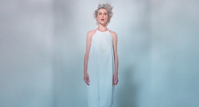 "Videoclip: St. Vincent – ""Birth in Reverse"""