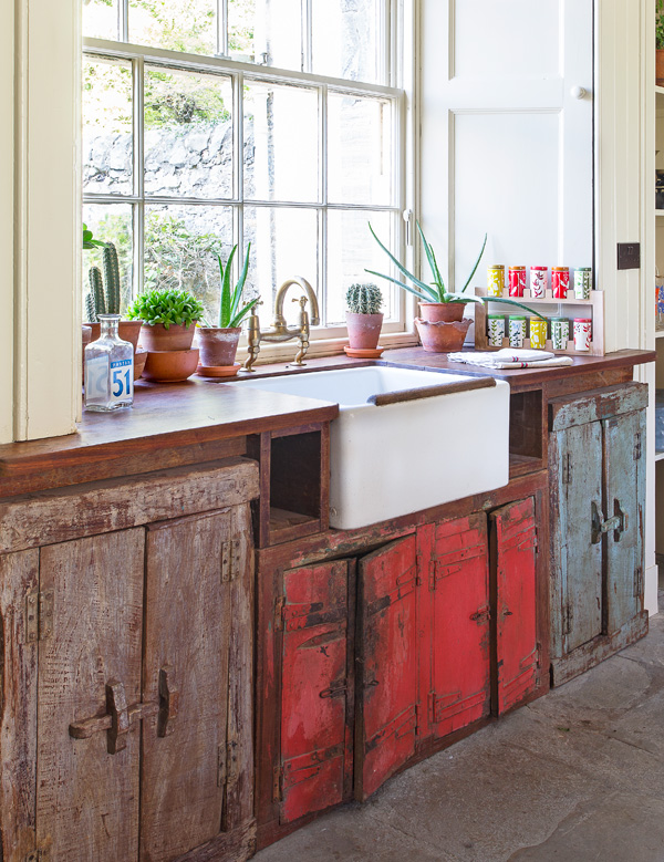 Vintage Kitchen Style With Free Standing Kitchen Cabinets