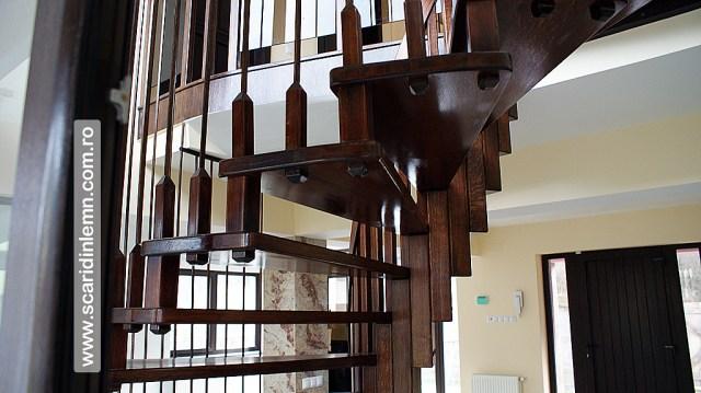 scari interioare din lemn pe vang, cu trepte de lemn suspendate pe corzi, pret