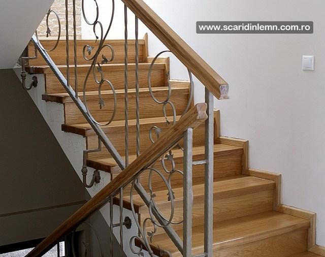scara interioara cu trepte de lemn masiv placate