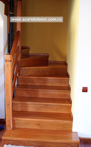 scara interioara de lemn masiv balustrada si balustrii