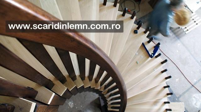 atelier executie mana curenta din lemn curbat  scara interioara din lemn pe vanguri, cu trepte de lemn suspendate pe corzi pret