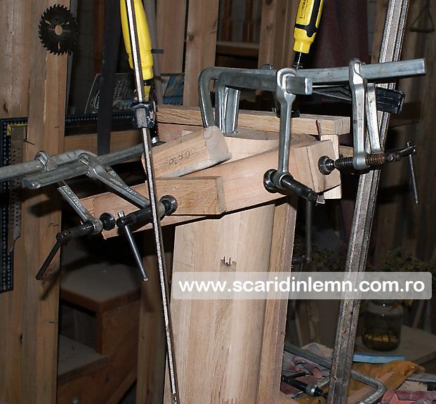 atelier tamplarie scara interioara cu trepte de beton placat cu lemn, vang modular, mana curenta continuua din lemn curbat, preturi