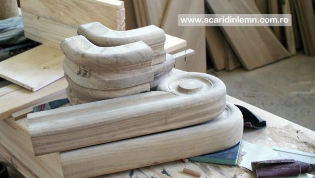 atelierul de tamplarie scara interioara, trepte beton placat cu lemn, vang modular, mana curenta continuua din lemn curbat, pret