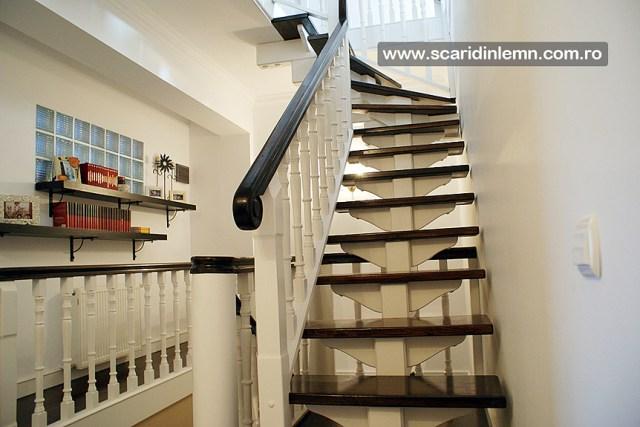 Scara interioara, trepte beton placat cu lemn, vang modular, mana curenta continuua din lemn curbat, pret