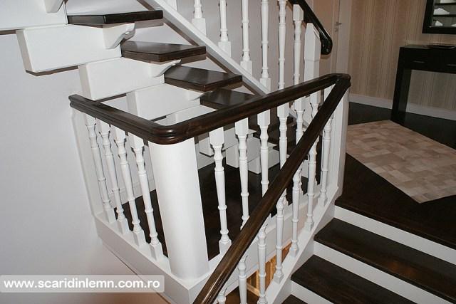Scara interioara de lemn masiv placare trepte de lemn cu mana curenta curbare lemn vang modular design si proiectare