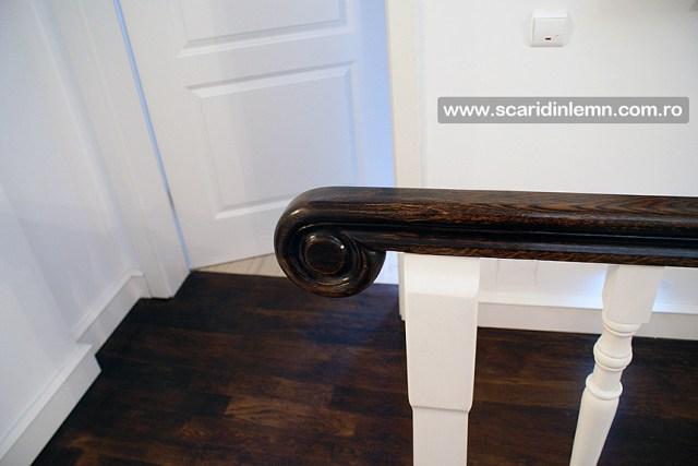 proiectare scara interioara din lemn masiv vang modular placare trepte de lemn cu mana curenta lemn curbat
