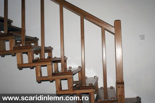scari interioare din lemn masiv cu elemente modulare