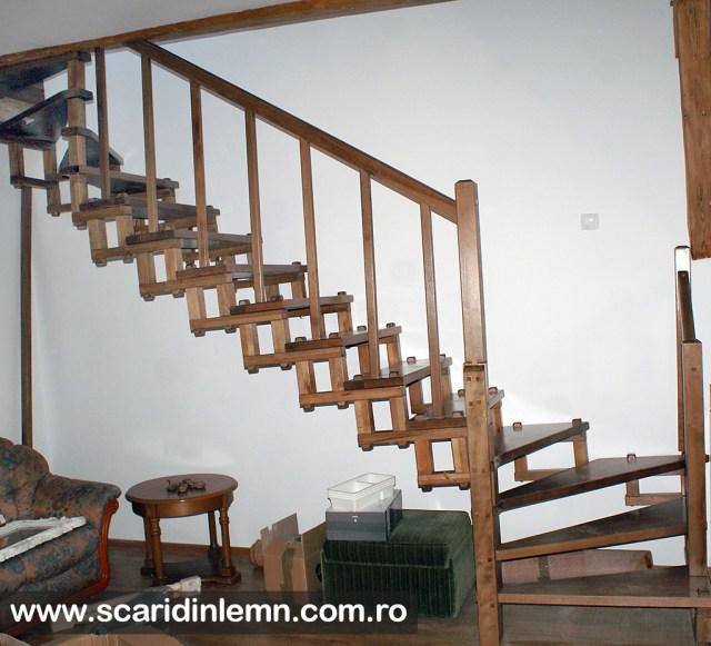 scara interioara din lemn cu elemente modulare