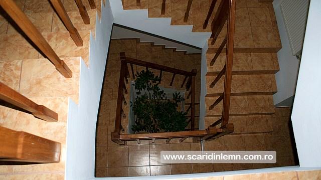 scara interioara din lemn casa scarii balustrada lemn balustrii, pe vanguri inchise preturi