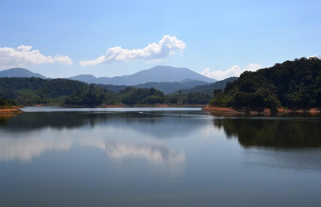 Lak Lake, reflections