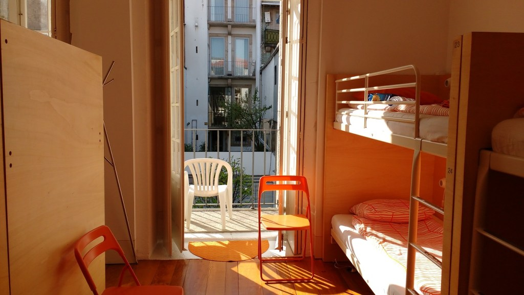 hostel tips and how not to behave in a hostel - Porto
