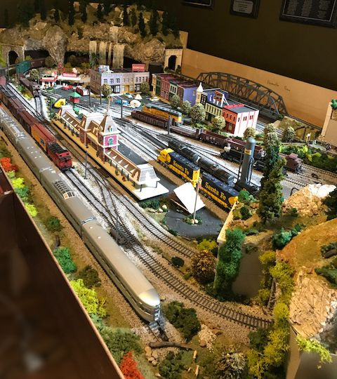 Cal's 4x8 HO scale railroad layout