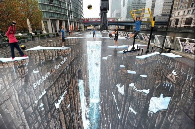 Street Painting a Londra by Joe Hill