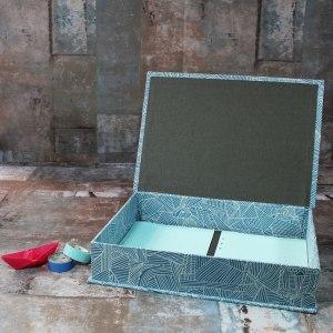 Stoff bezogener blau weißer Schreibtischkasten