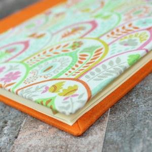 orange grün gemustertes Adressbuch
