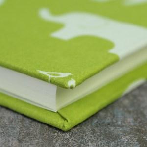 Ein limonengrünes Babytagebuch