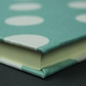 Hochzeitsgästebuch grün weiß personalisiert