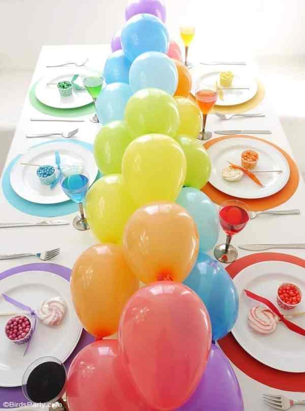 balloon garland tablescape