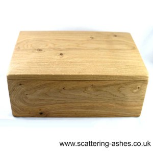 Pullabrook Double wooden urn sq