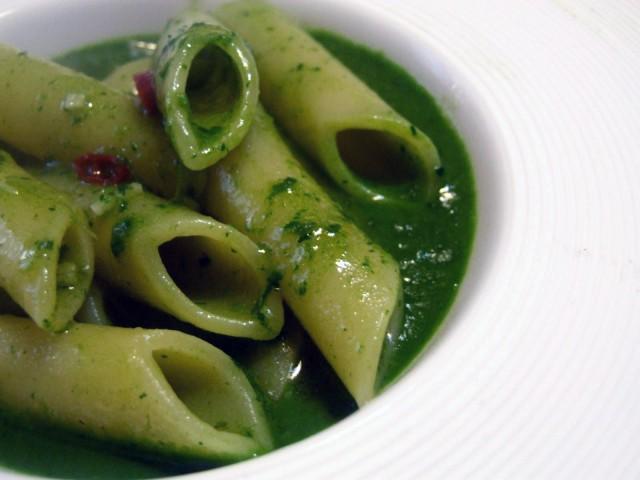 Erbe spontanee La ricetta della pasta con salsa di senape