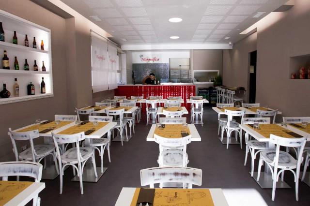 Sala della pizzeria Magnifica a Roma