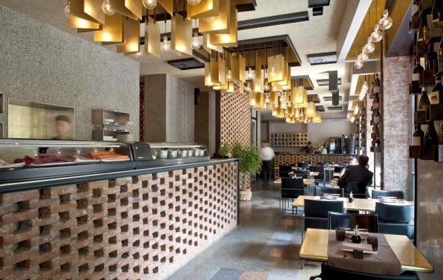 Milano Il ristorante Iyo e il menu con il robatayaki BBQ